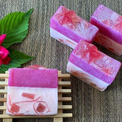 Handmade Natural Soap, Raspberry wi..